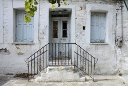 18-Old_house_in_center